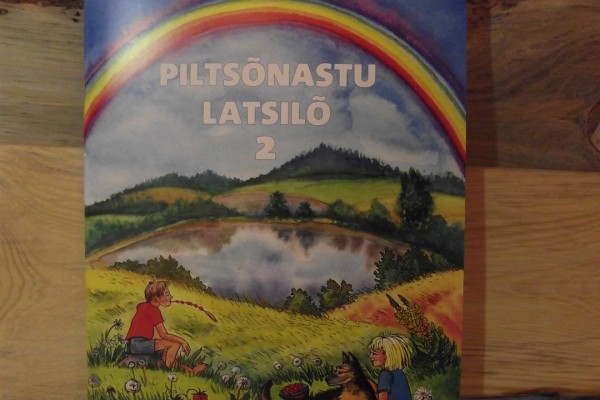 WI_LR_2PILTSONASTU_YLD